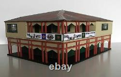 HO scale building Wobbly Boot Pub, KIT