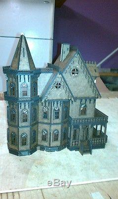 Leon Gothic Victorian Mansion Dollhouse Quarter / 148 scale Kit